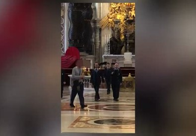 Vaticano: da' in escandescenze, uomo fermato in San Pietro